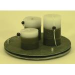 Double plateau rond en ardoise avec 3 bougies grises et blanches